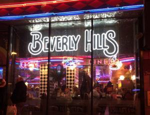 вывеска и оформление для ресторана beverly hills